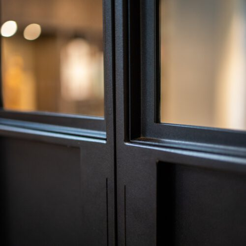 Detail handgreep stalen deuren