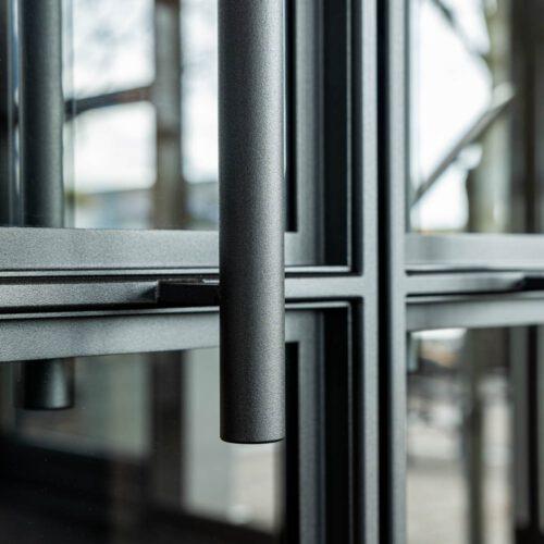 Details handgrepen stalen deuren