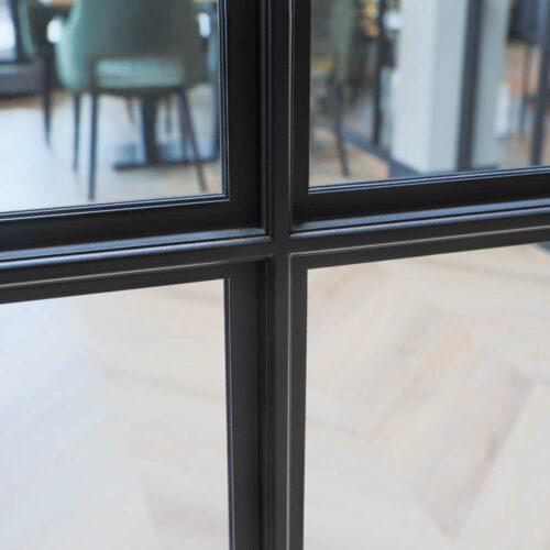 Details stalen deuren profiel