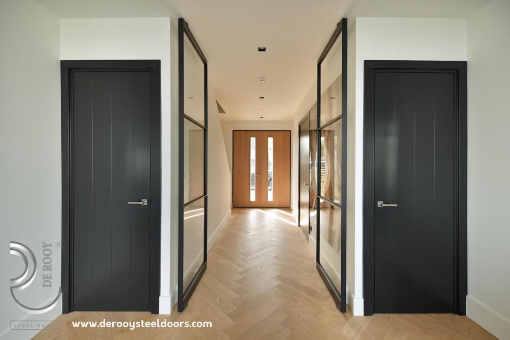 Dubbele stalen deuren en suite