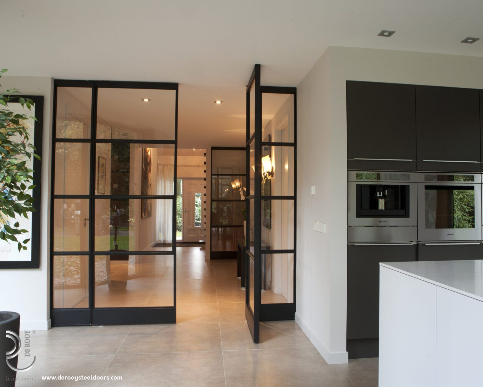 Stalen deuren in Nieuwenhuizen