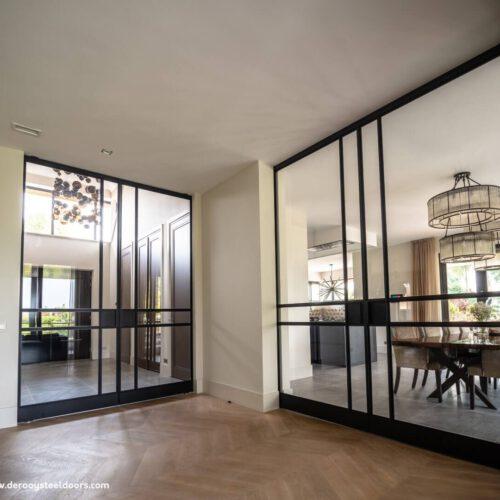 Stalen binnendeuren scheiding hal naar woonkamer