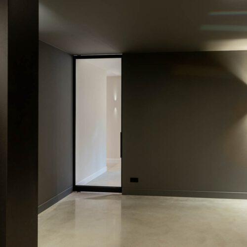 Stalen deur in garage Rohe