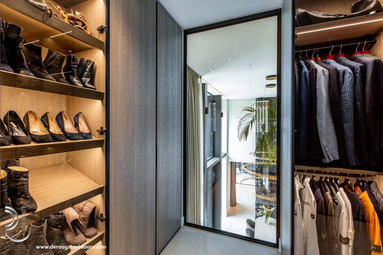 Stalen deur in kledingkast Rohe vlakverdeling