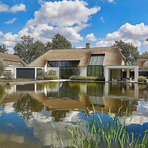 Stalen deuren in luxe villa