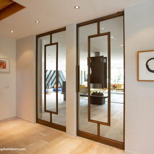 Stalen deuren met bronslaag