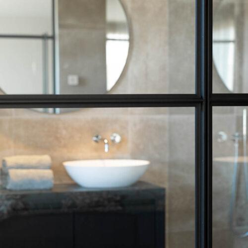 Stalen taatsdeur badkamer