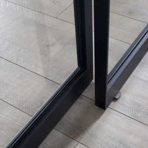 Stalen taatsdeuren detail