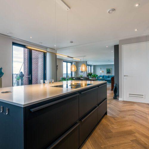 Stalen taatsdeuren in keuken
