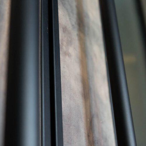 Stalen taatsdeuren met bruin leder