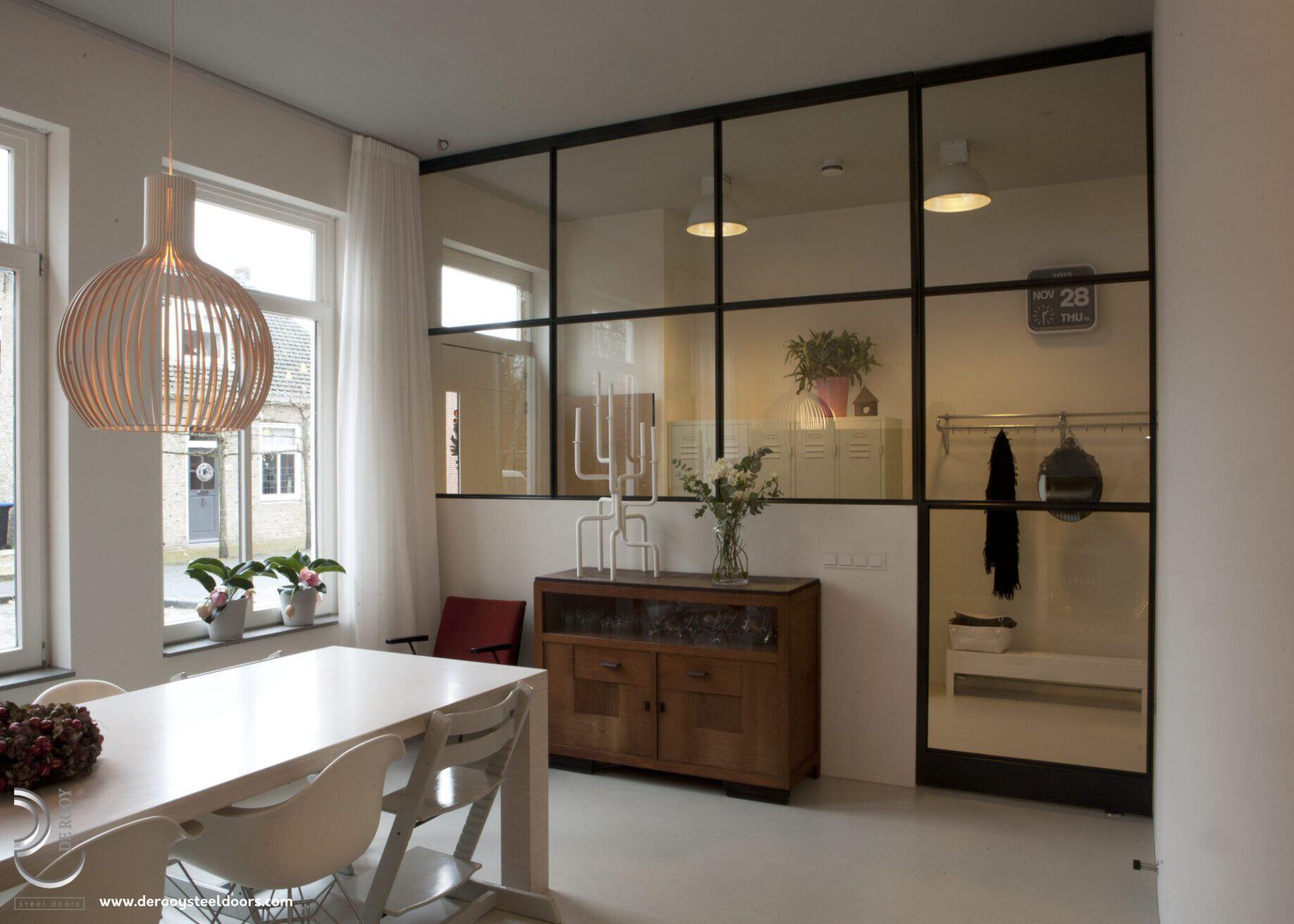 Stalen deur met paneel in Willemstad