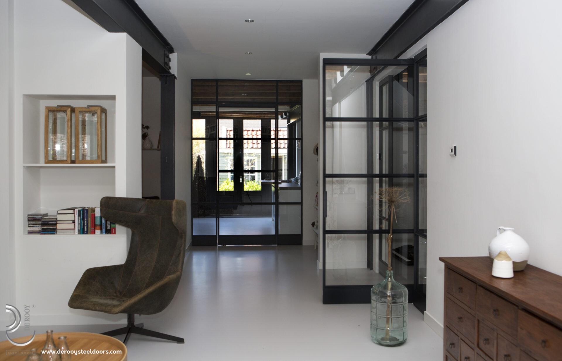 Stalen deur met paneel in Weesp