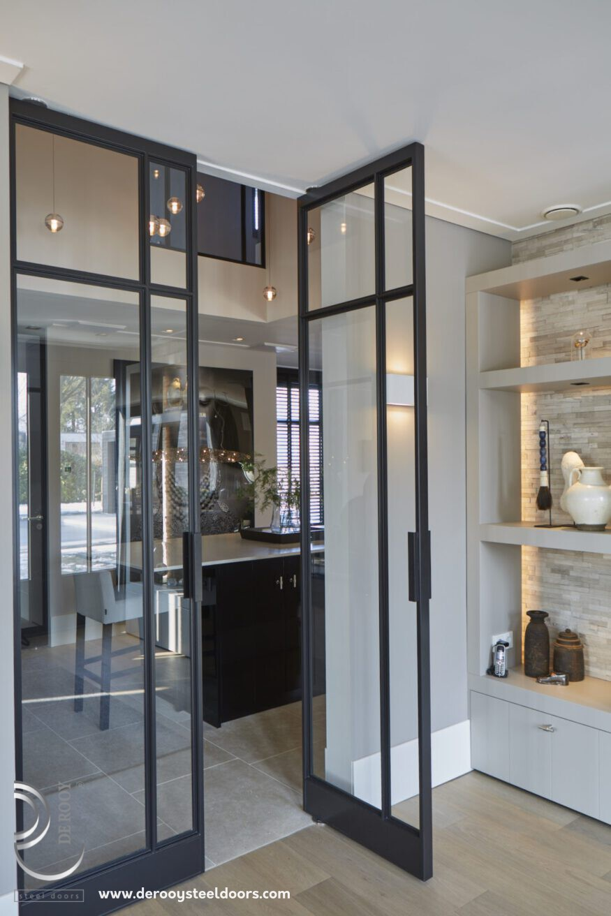 Stalen deuren in villa
