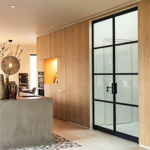 dubbele stalen deuren met getint glas