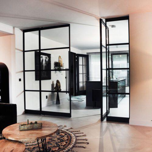 dubbele stalen deuren met panelen